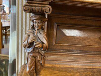 didelis auksinis baroko veidrodis pastatomas
